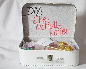 Geschenke Für Hochzeit : diy geschenk zur hochzeit ehe notfall koffer geschenke ~ A.2002-acura-tl-radio.info Haus und Dekorationen