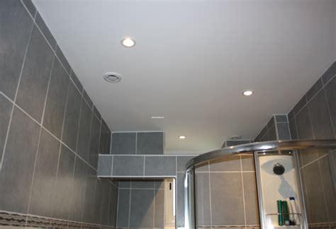 chambre avec plafond en pente quel faux plafond pour salle de bain choisir faux