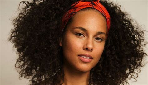 The One Food That Alicia Keys Cut From Her Diet To Clear