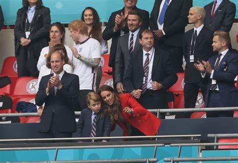 FOTO. Tādi paši fani kā ikviens: princis Viljams, Keita ...
