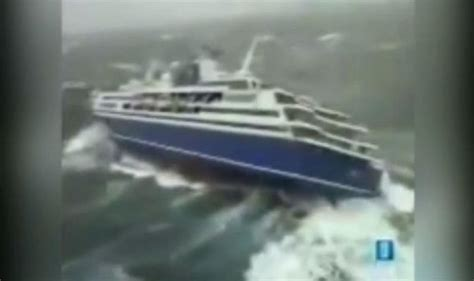 Video cruise ship in storm