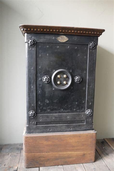 coffre fort ancien 28 images coffres forts www lesnouveauxbrocanteurs coffre fort ancien