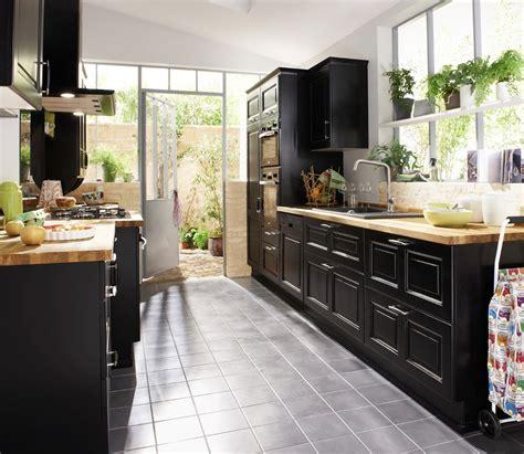 Une cuisine noire pour une du00e9co lumineuse | Travaux.com