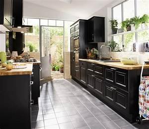 Meuble De Cuisine Noir : une cuisine noire pour une d co lumineuse ~ Teatrodelosmanantiales.com Idées de Décoration
