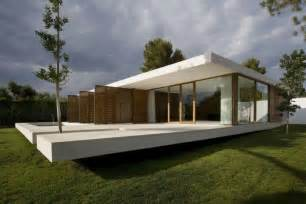 gartenhaus flachdach design contemporary house with glass wall and plane concrete srr house home building furniture
