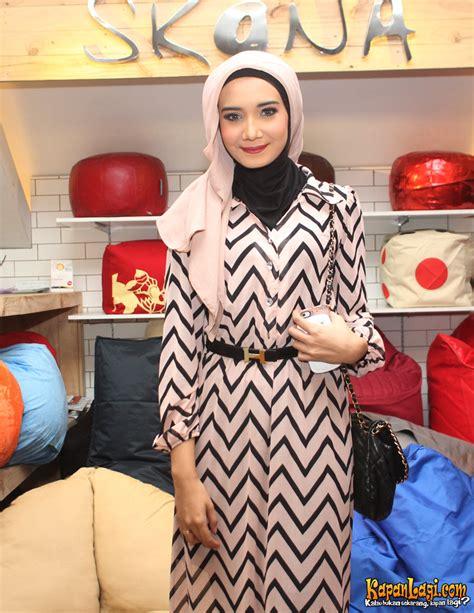 Gaya Hijab ala Zaskia Sungkar | Tutorial Pashmina by Anita Scarf