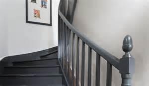 Peindre Un Escalier Deja Vernis by Repeindre Un Escalier Pour Le Relooker Conseils Et