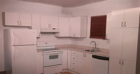 peinturer armoire de cuisine en bois transformer facilement des armoires de cuisine en mélamine