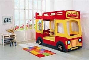 Kinderzimmer Ideen Für Jungs : kinderzimmer ideen jungs rotes bett gelbes bus design matratze kuscheltier b r bunter teppich ~ Sanjose-hotels-ca.com Haus und Dekorationen