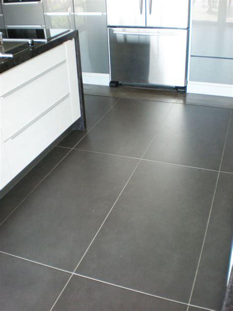 revetement carrelage grand format gris design de maison