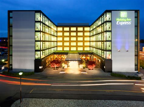 holiday inn express dubai airport hotel ihg wrocawski