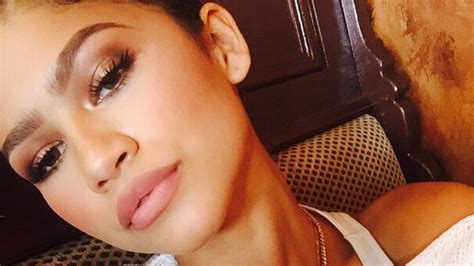 zendaya neutral smoky eye makeup  teen vogue