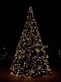 light tree decorating