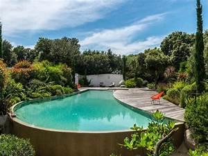 Trophees de la piscine 2015 zoom sur les plus belles for Piscine forme libre avec plage 1 photos des plus belles piscines paysagares piscine