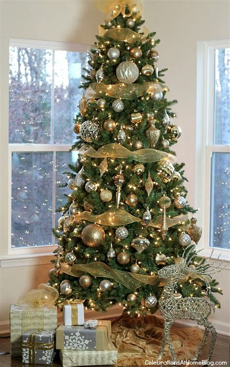 how to decorate a christmas tree from start to finish 40 easy tree decorating ideas