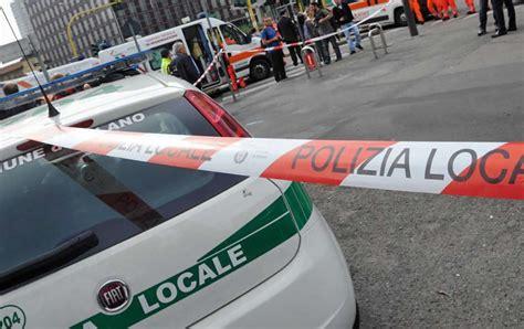 audi si鑒e social roma terribile incidente audi si shianta contro passeggeri alla fermata
