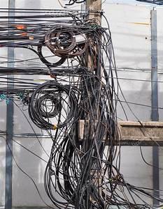 Kabel Und Leitungen : das chaos der kabel und leitungen stockfoto vichailao ~ Eleganceandgraceweddings.com Haus und Dekorationen