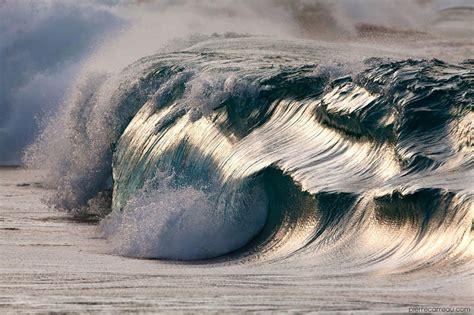19 majestueuses photos de vagues saisissent la beauté des ...