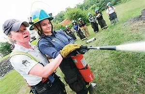 Fitness First Black Label München : lieutenant lyn moraghan left instructs tara sivak in the use of a fire extinguisher during a ~ Indierocktalk.com Haus und Dekorationen