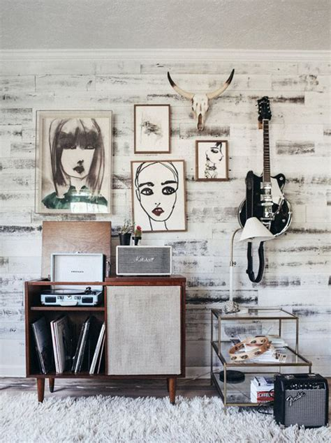 The modern music fan knows the best way to equalise. 10 Super Cool Music Bedroom For Teenage Boys | HomeMydesign
