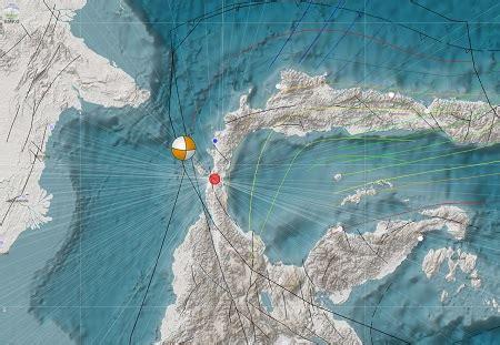 gempa  tsunami terjang pantai palu