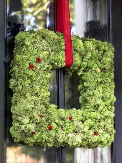 kind wreath designs   christmas season
