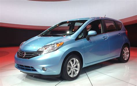Nissan Versa Hatchback by 2013 Nissan Versa Hatchback Pictures Information And