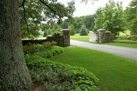 landscaping ideas for entrance driveway landscape driveway entrance gate landscape driveway entrance gate design ideas and photos