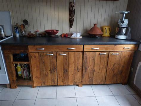 plan de travail cuisine avec rangement cuisine en palette avec plan de travail immitation béton