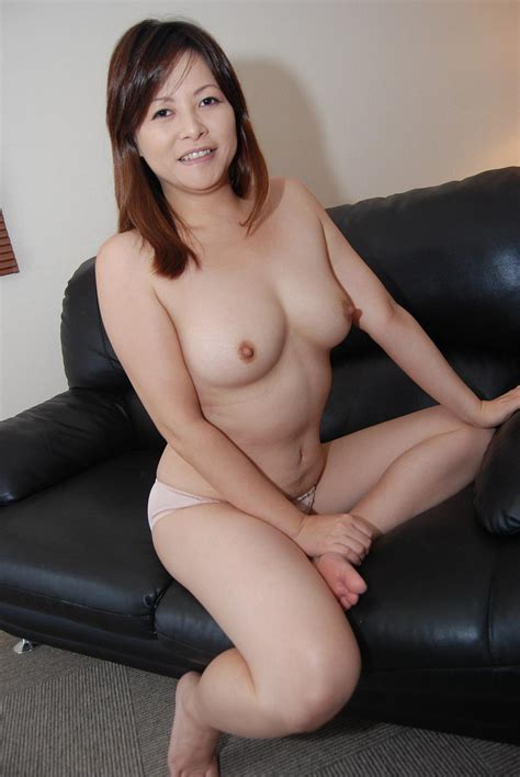Beautiful Bitch Gets Hardcore Pounding First Time On Bed asian Porn Movies