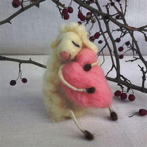 geschenk für kumpel gefilzte schafen tr 228 umen liebe widder geschenk muttertag nadel gefilzte tiere schreibtisch