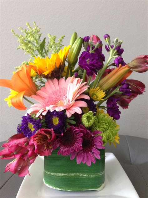 diy inexpensive flower arrangement    mix bunch