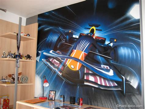 chambre formule 1 décoration graffiti f1 bull