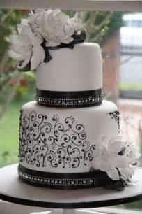 Elegant Black and White Wedding Cake