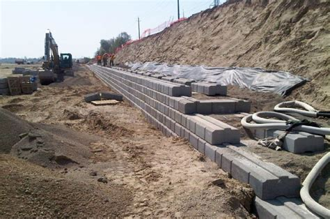 Durahold Retaining Wall by Helmutz Landscaping