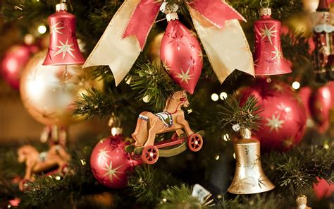 Attractive Christmas Ornaments To Enhance The Beauty Of Ur