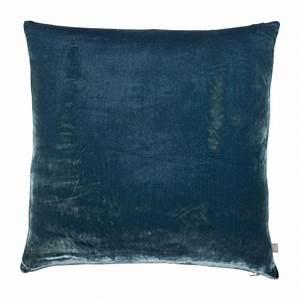 Coussin Bleu Pétrole : regency coussins bleu p trole tissu habitat ~ Teatrodelosmanantiales.com Idées de Décoration