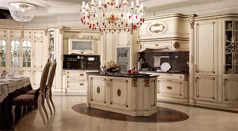 cuisine historique cuisine italienne classique de luxe avec îlot central