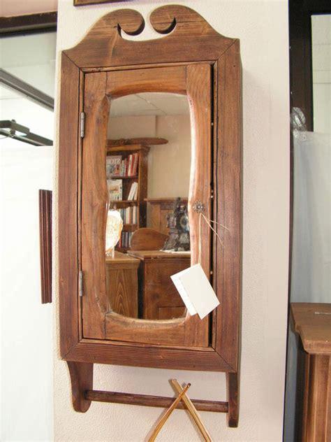 pharmacie en bois de grange photo de meubles