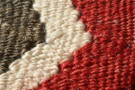 flecken aus teppich entfernen flecken auf dem teppich durch asche wie sie flecken