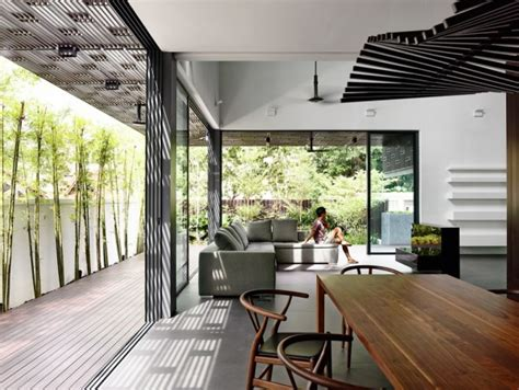 Tropical Home Style : Open Tropical Home With Interior Courtyard And Wood Features