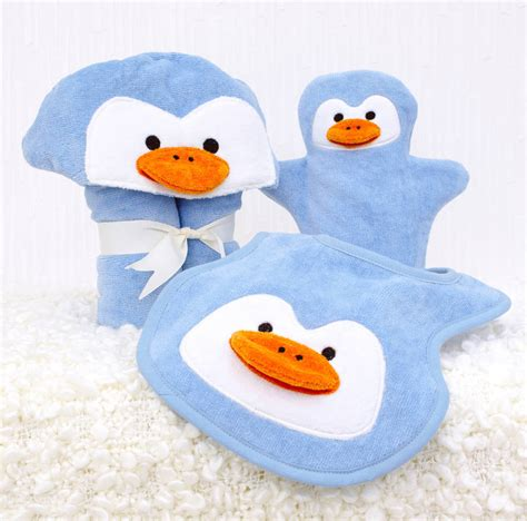Kiren Pinguin Set personalised penguin baby towel gift set by bathing