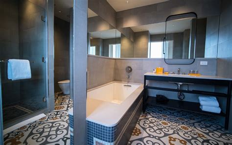 new york hotel with tub 20 hotel bathrooms that will you spending vacation in