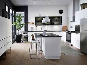 Ilot De Cuisine : cuisine ikea noire et blanche avec lot central ~ Teatrodelosmanantiales.com Idées de Décoration