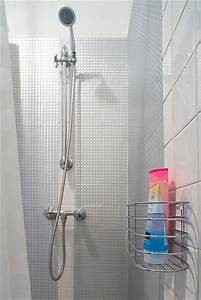 relooking avec du carrelage adhesif j39ai teste cote With carrelage adhesif salle de bain avec barre a led