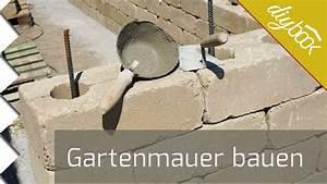 Betonsteine Gartenmauer Preise : gartenmauer selber bauen die betonsteinmauer youtube ~ Frokenaadalensverden.com Haus und Dekorationen