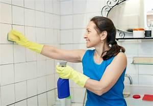nettoyer les joints de carrelage sol et mural d39une salle With nettoyer joint de carrelage salle de bain