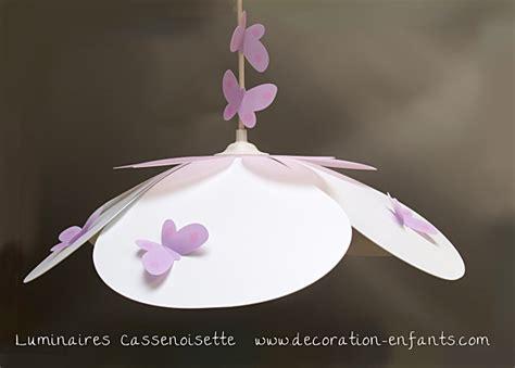 chambre fille papillon suspension fleur blanche et parme fabrique casse