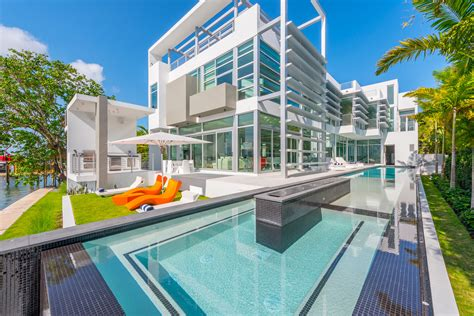 Kylie Jenner Stays In 20 Million Dollar Home Listed By