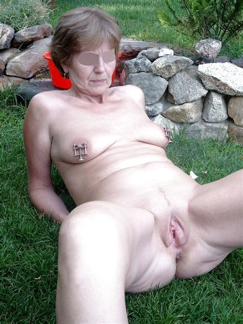 Nude mature granny pissing outdoors - hd gallery